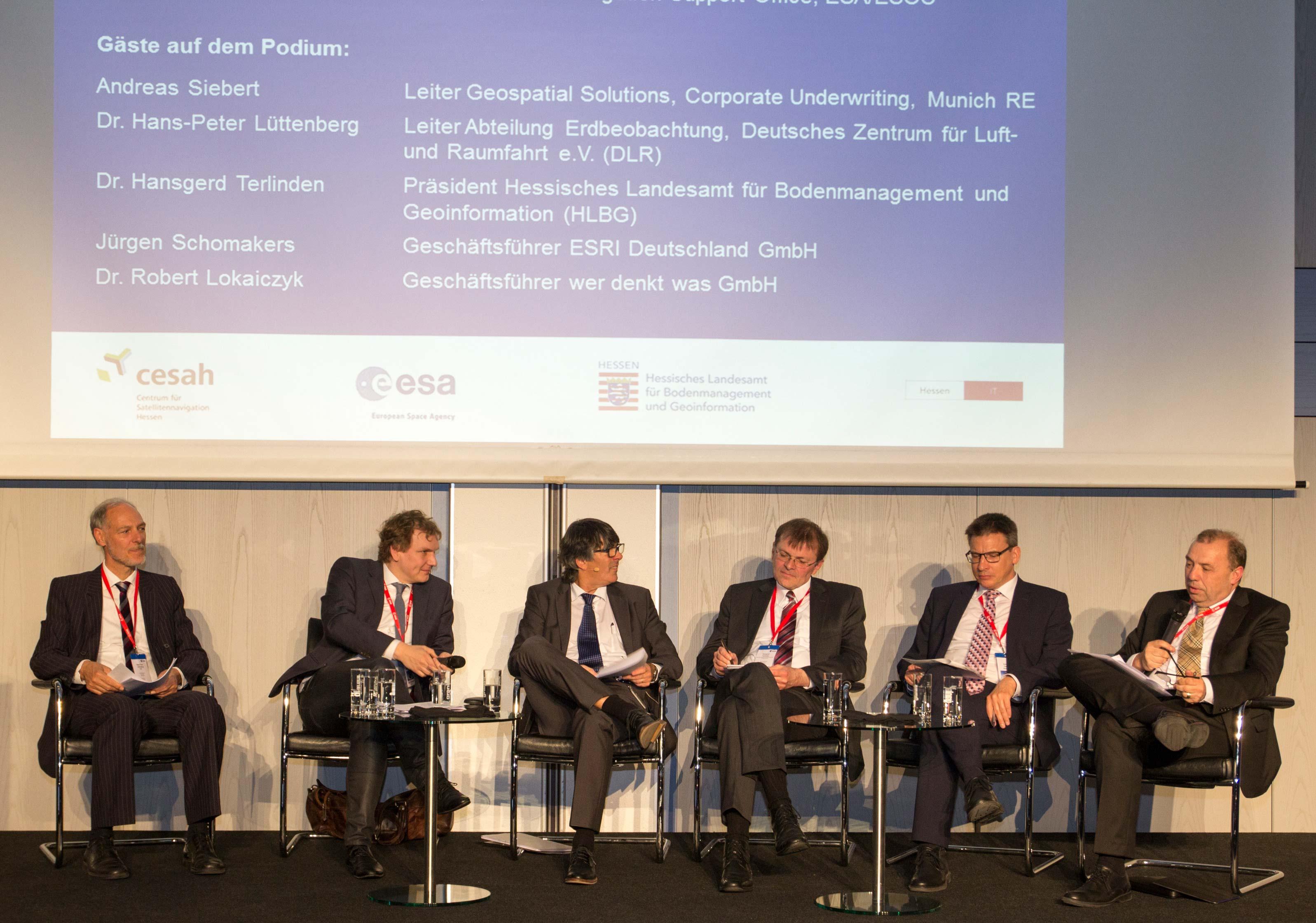 Teilnehmer der Podiumsdiskussion bei der Fachkonferenz
